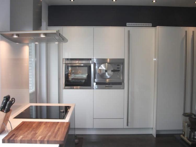 Kastenwand Keuken Inbouwen : Om de nieuwe greeploze Italiaanse design keuken in hoogglans lak te